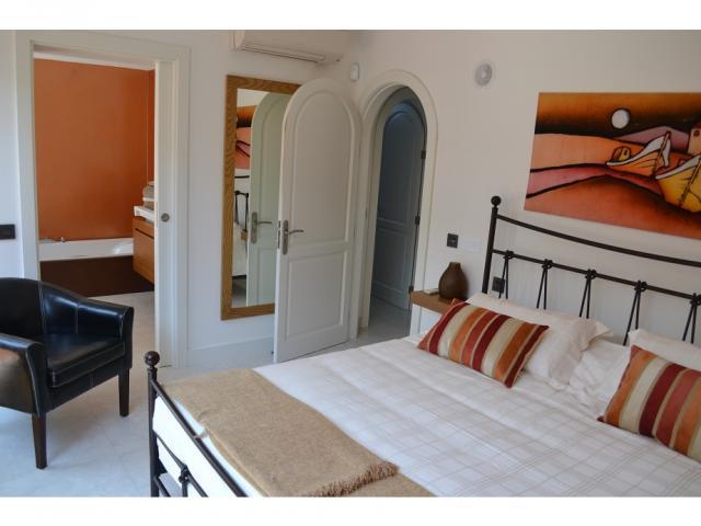 Lower floor bedroom ensuite2 - Large Villa (Sleeps 10), Puerto del Carmen, Lanzarote